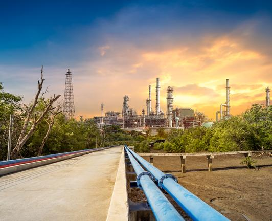 refineries and petrochemical plants_iStock